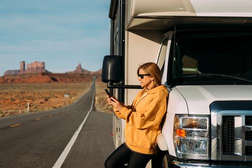 RVer calls RV service shield roadside assistance on Utah highway.